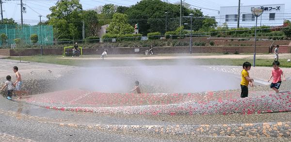 新町南公園の噴水(ミスト)